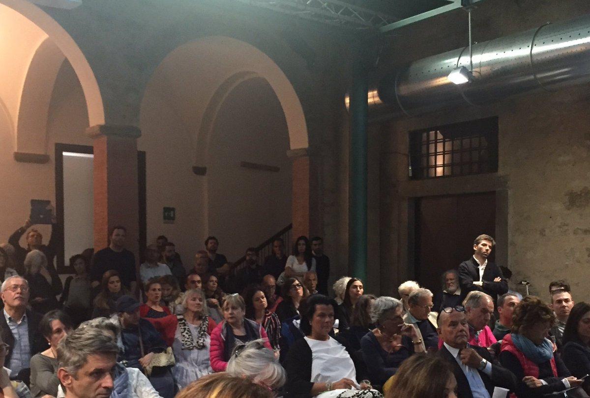 Moltissime persone per parlare del futuro dei #Ciompi questa è passione civile! #maratonaascolta @comunefi https://t.co/TLgGkQwbjF