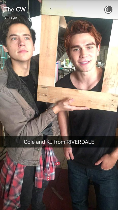 CjPbHpkWEAIjJ0V Riverdale: 15 Behind The Scenes Pictures Every Fan NEEDS To See