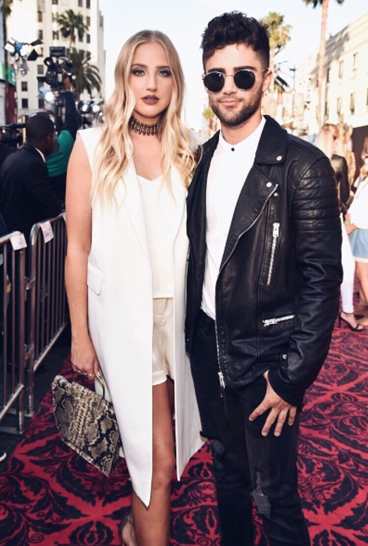 They're at it again! @maxehrich (in Topman) & @veronica_dunne owned last nights #AliceThroughTheLookingGlass carpet