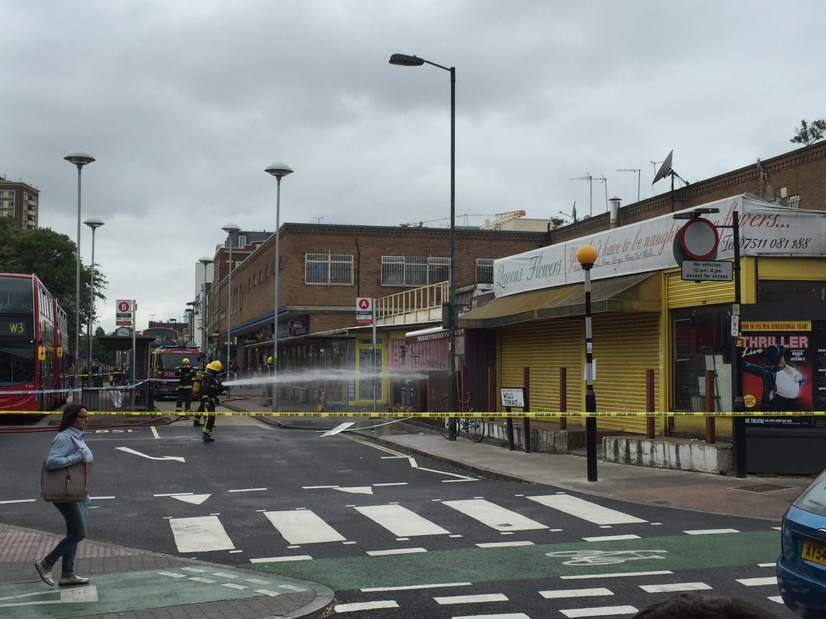 Massive explosion at Finsbury Park station :-/ https://t.co/UdWXWad0mK