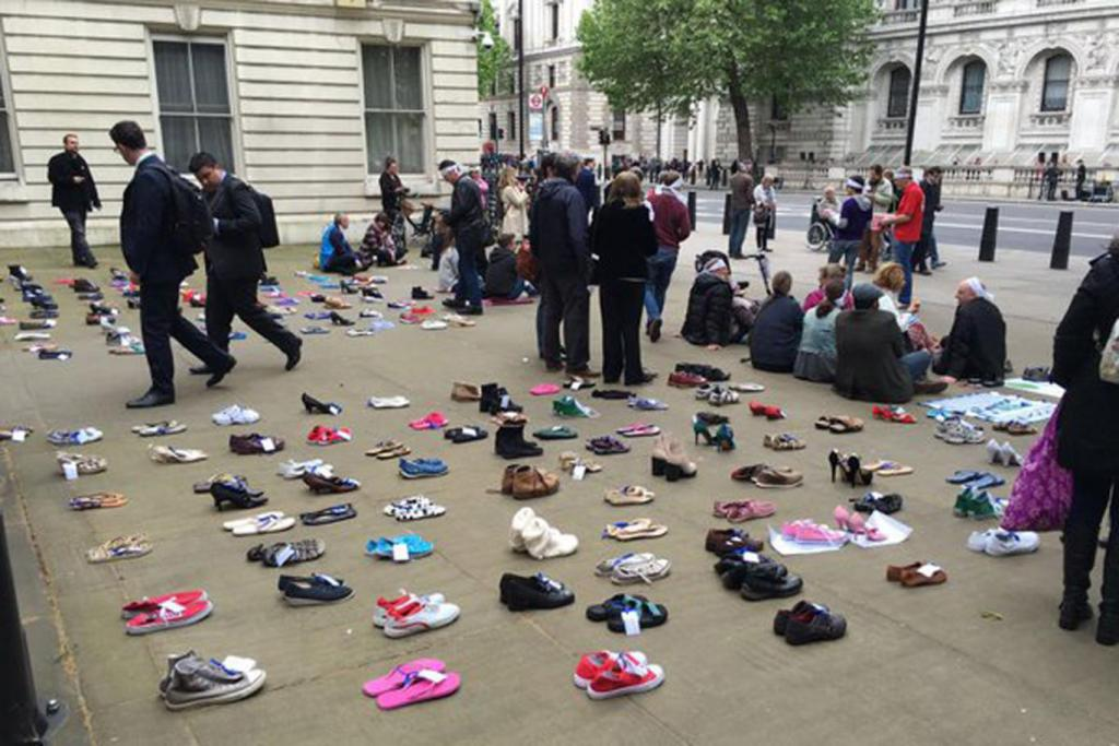 #MillionsMissing: Sea of empty shoes left outside Department of Health in global ME protest… https://t.co/uKN5pREodP https://t.co/3TP9lxQlXk