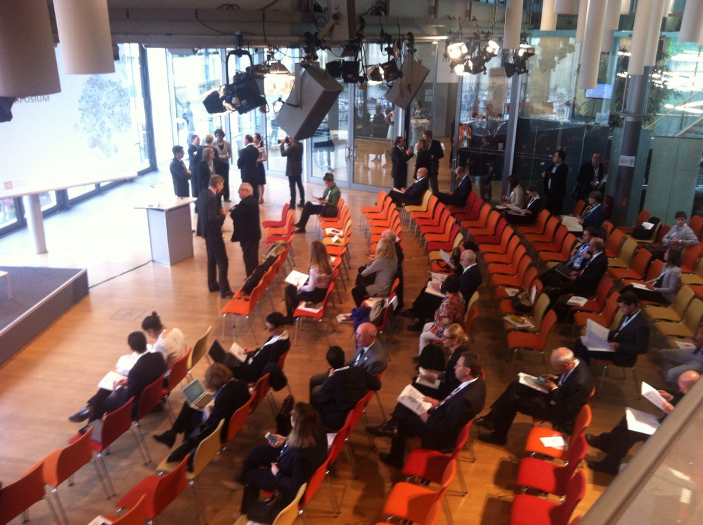 Participants arriving for the opening session of the Dahrendorf Symposium 2016 in Berlin. #dsym2016 https://t.co/6FGfaxWnKo