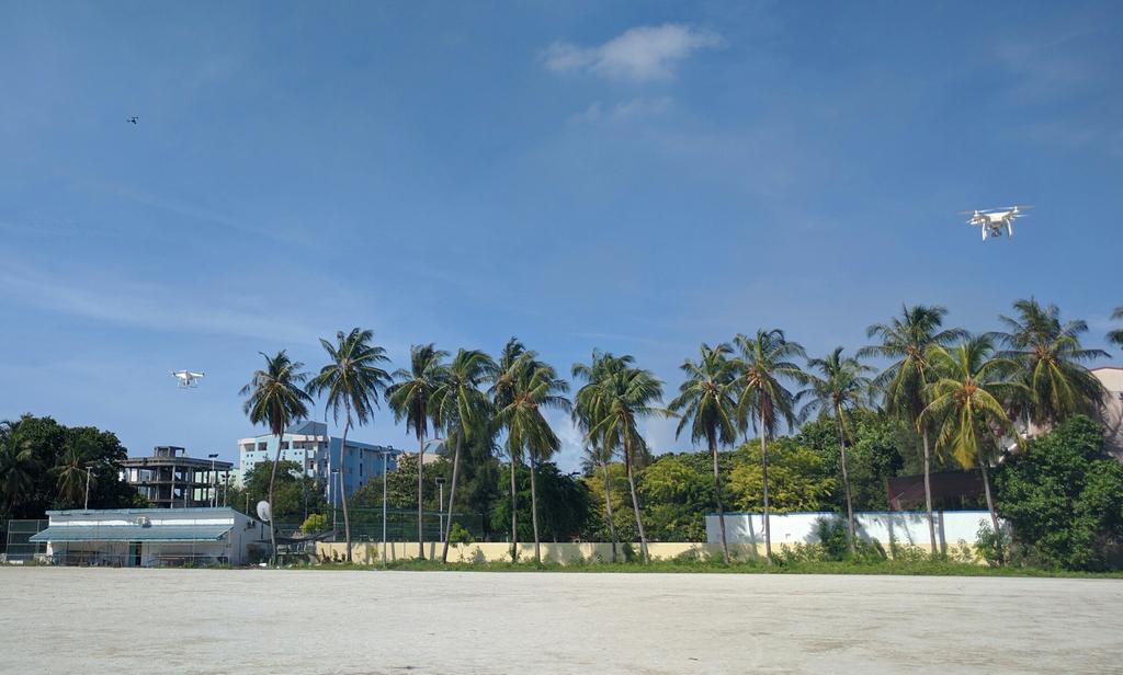 Training on dual #Phantoms in the Vilingili soccer pitch. #dronesforgood #maldives @UNDPMaldives #DJIcreator https://t.co/X2Htwv4n6u