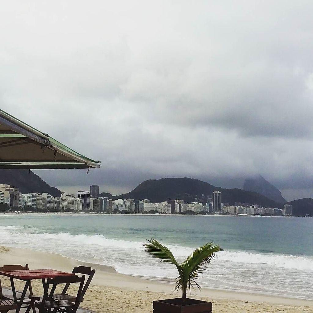 #praiadecopacabana by caroollmuniz http://ift.tt/1ONimvnpic.twitter.com/wXc0lB3dGx