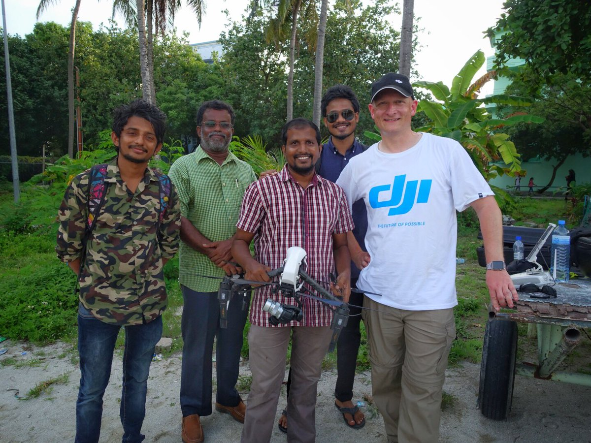 Meeting members of the Maldivian RC Federation as part of #DronesForGood with @WeRobotics and @UNDPMaldives https://t.co/Eq2vrbgKVk