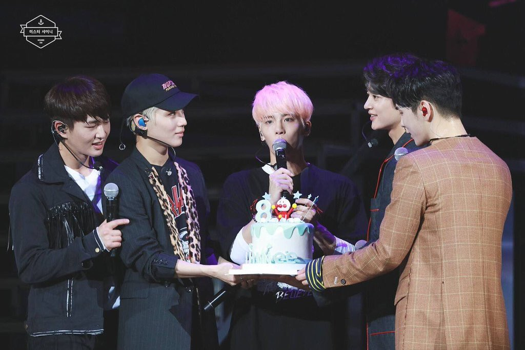 SHINee celebrates 8th anniversary - first SM group to reach