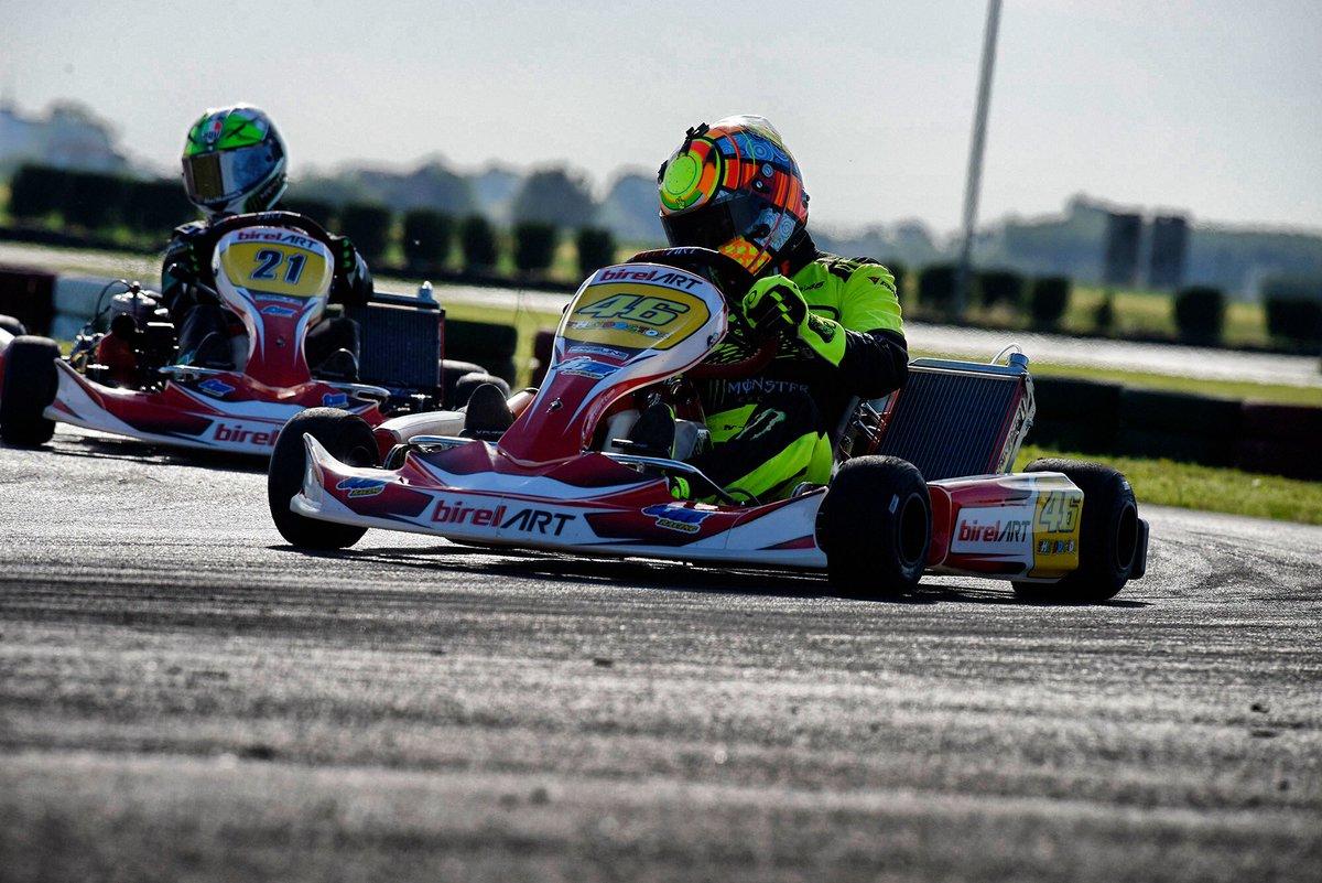 Aereo Privato Di Valentino Rossi : Go kart test privato a migliaro grazie birelart tm racing