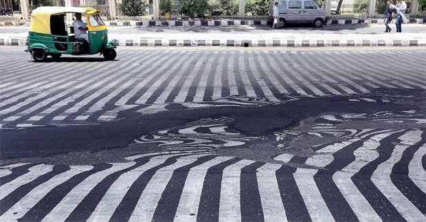Eccezionale ondata di calore fonde l'asfalto delle strade in India [VIDEO]