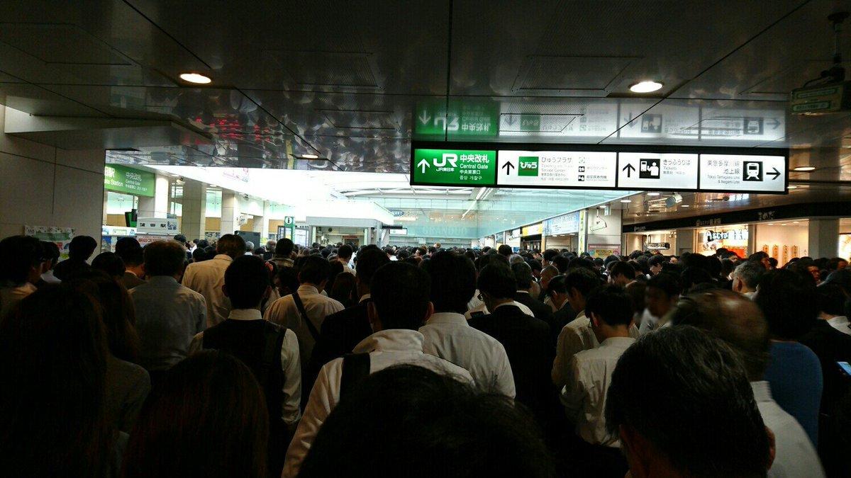 蒲田駅中央口。入場制限で身動き取れない https://t.co/kdIJwFgoVn