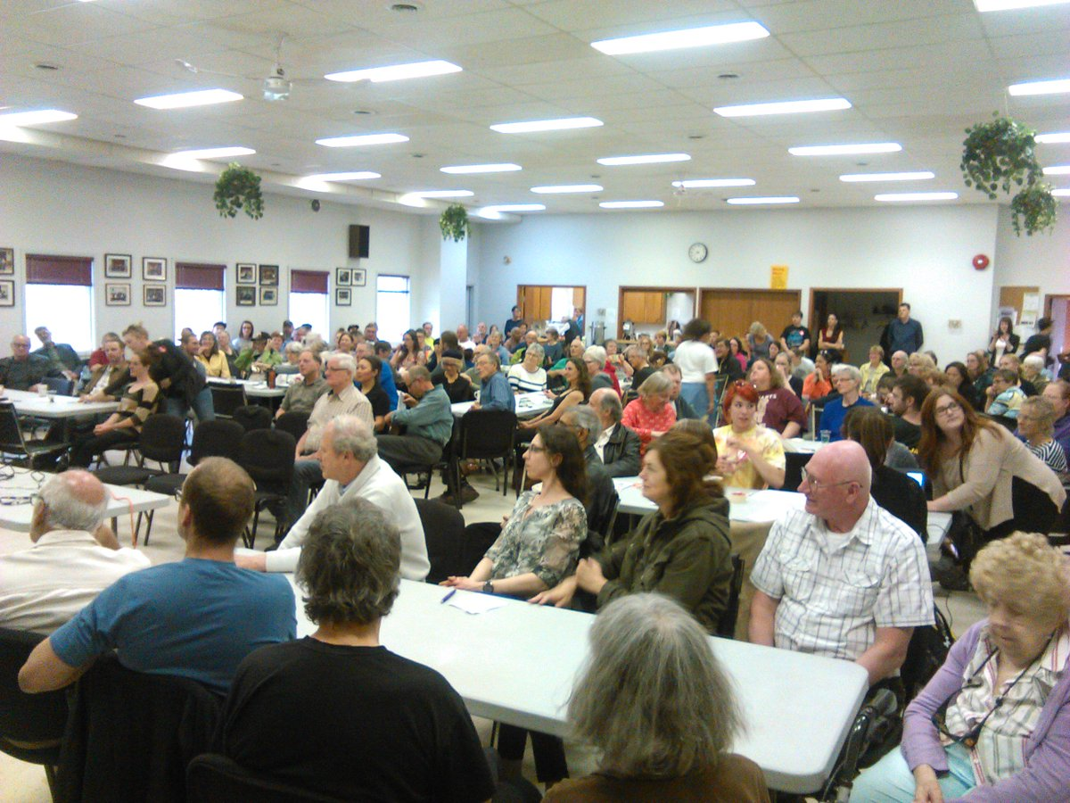 Inspired by an incredible turnout in #yxe for #CANClimateAction consultation tonight #PeoplesClimatePlan @350Canada https://t.co/ffYAjFjJtU