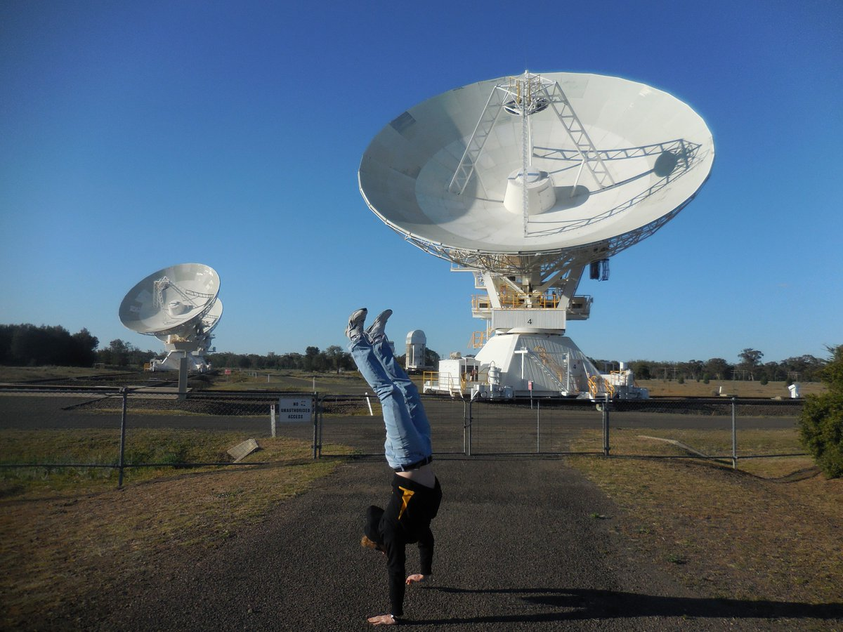 I'm developing hardware to support the #SKA and other space sciences. #iamaphysicist #sciencehandstand https://t.co/oZXsRCULbE