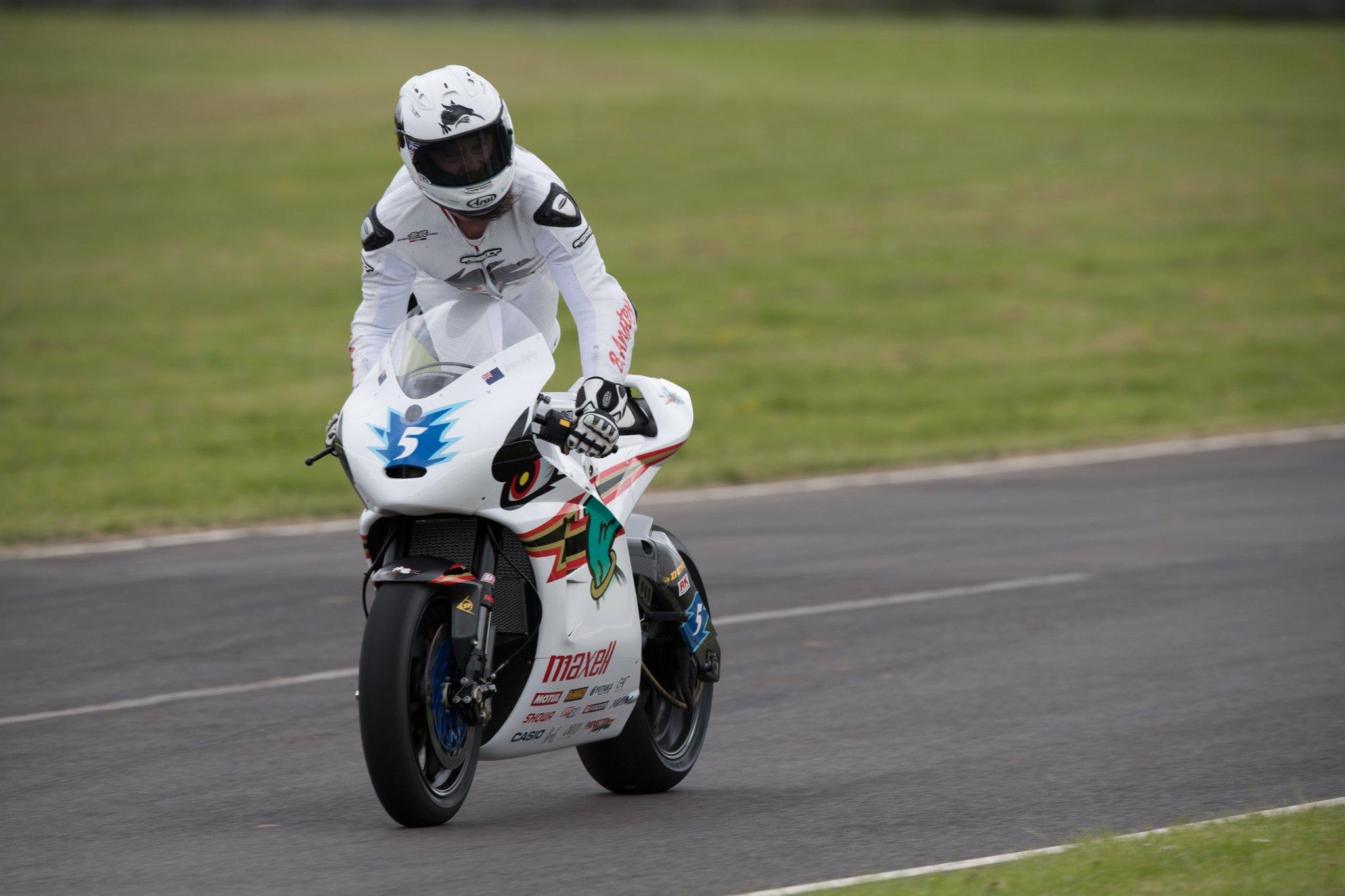 [Road Racing] TT 2016 - Page 3 CjYJvVMWEAAo51Q
