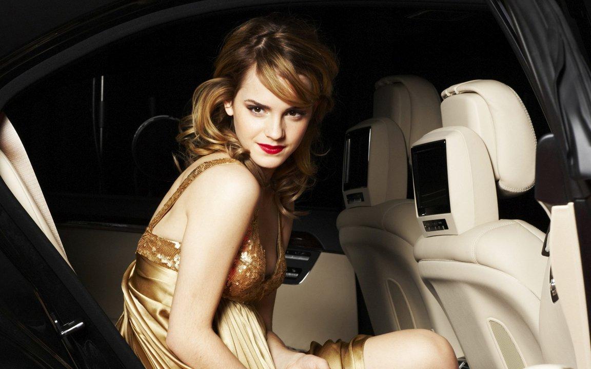 Girl Hd Wallpapers On Twitter Emma Watson In A Golden Dress In A