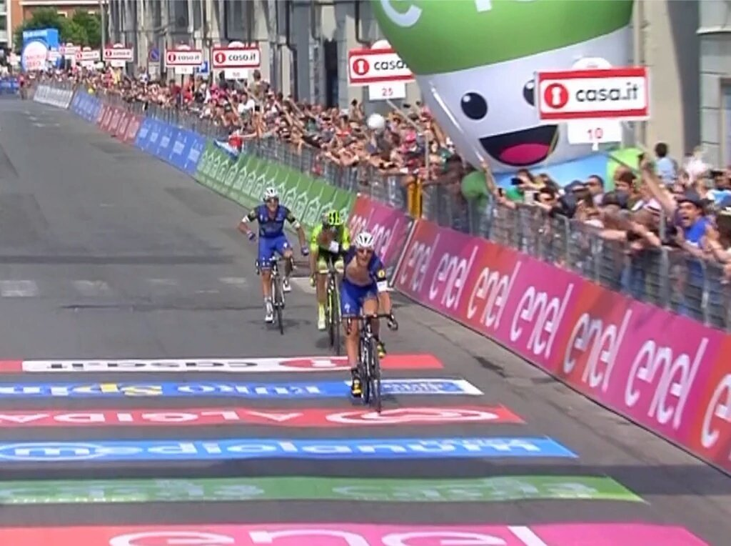 Diretta Giro: A Pinerolo vince Matteo Trentin