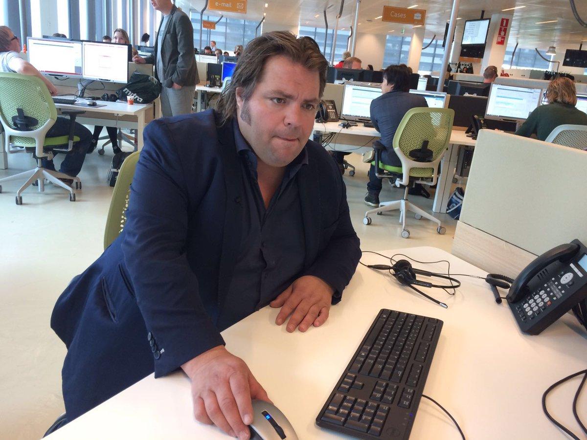 Frank maakt de klanten Evenblij! Hij helpt een handje mee op de klantenservice in Leeuwarden.
