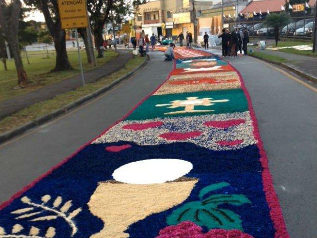 Fiéis montam tapetes de Corpus Christi pelo país https://t.co/aLkenHGw7L