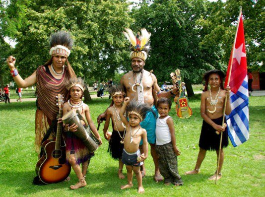 The Lani Singers sing songs of #WestPapua freedom and resistance https://t.co/gKjxSUQu6e #music https://t.co/I0OO1ptzau