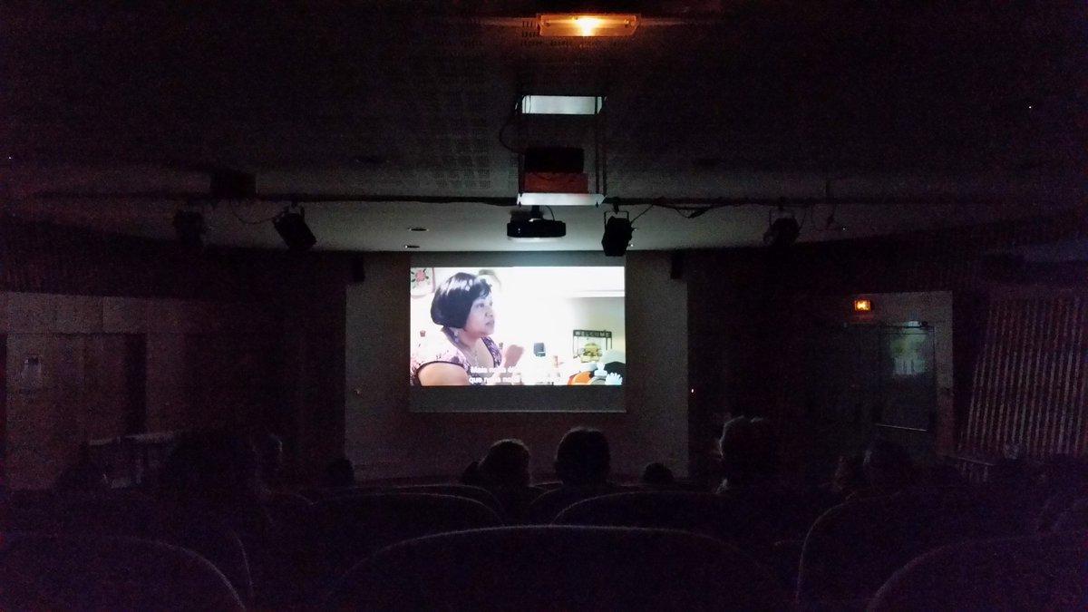 """En pleine projection, pour le début du forum """" Amour et numérique """" à la médiathèque de Lanester #amournum https://t.co/OQv0qTYrPF"""