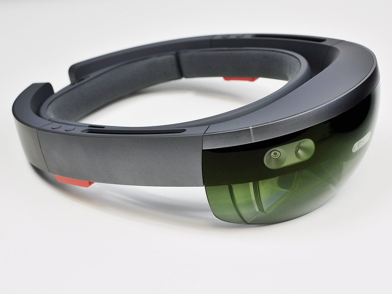 Microsoft HoloLens now supports Outlook Mail and Calendar apps