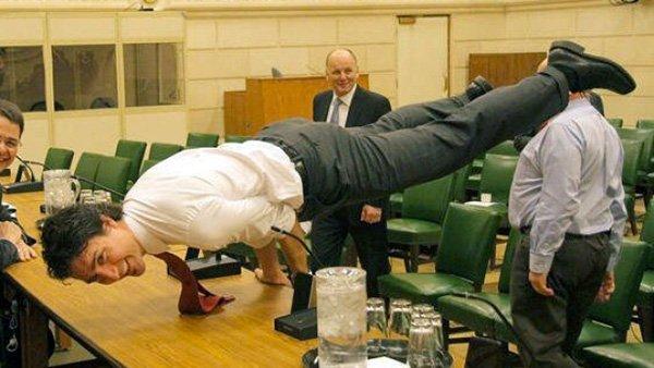 日本のみなさん、伊勢志摩サミットに来てるカナダのジャスティン・トルドー首相、ニュースとかで見ました?見逃しちゃった人のこの写真どうぞ!どうです、このイケメンっぷり!!カナダに新しい風を巻き起こしてる爽やか首相ですよ~