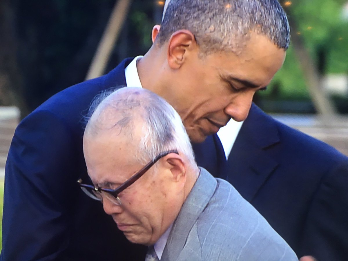 An emotional embrace between President Obama and #Hiroshima survivor Shigeaki Mori, who I interviewed this week. https://t.co/JmyMvywovw