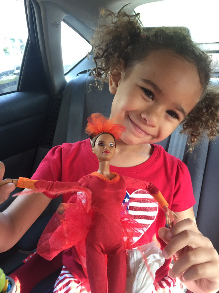 Most important show and tell so she naturally wanted to bring @mistyonpointe! #browngirlsdoballet https://t.co/MnvdWX7nvT