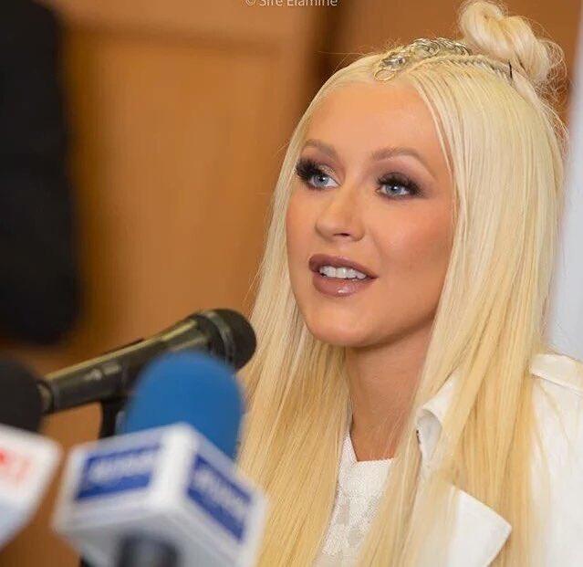 Christina Aguilera - Página 11 Cje9glzXIAImVHL