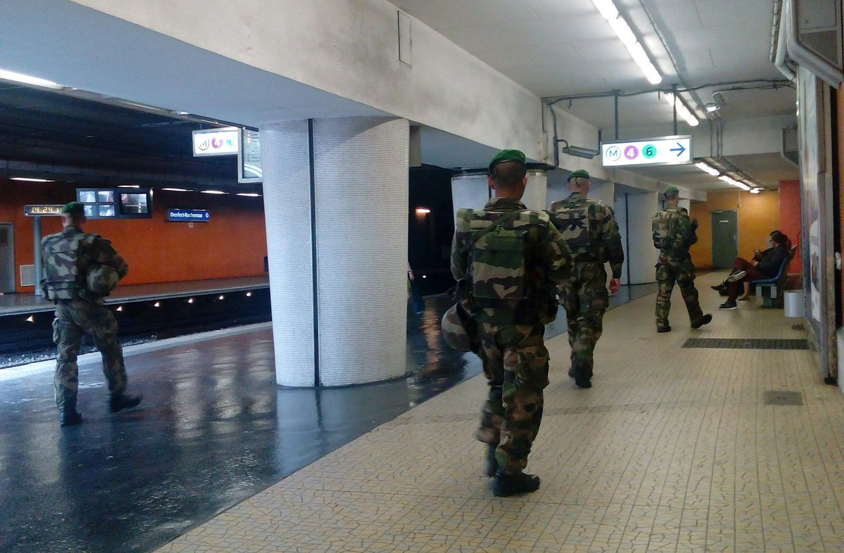 Armed soldiers, yellow alert signs, constant announcements, controls of bags everywhere. #France tromohysteria. https://t.co/wLpdC0MDZf