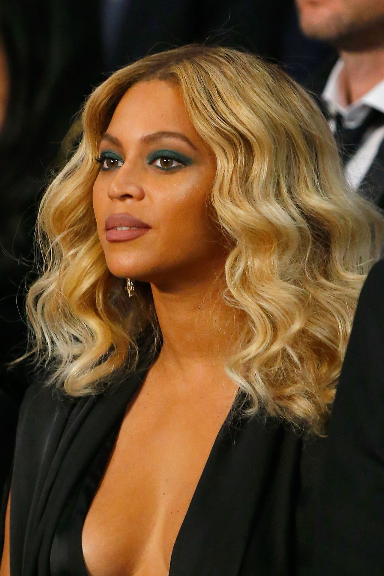 Bored? Browse the @Beyonce hair style file: https://t.co/xgv7ZigKBs https://t.co/J5VScCTh4D