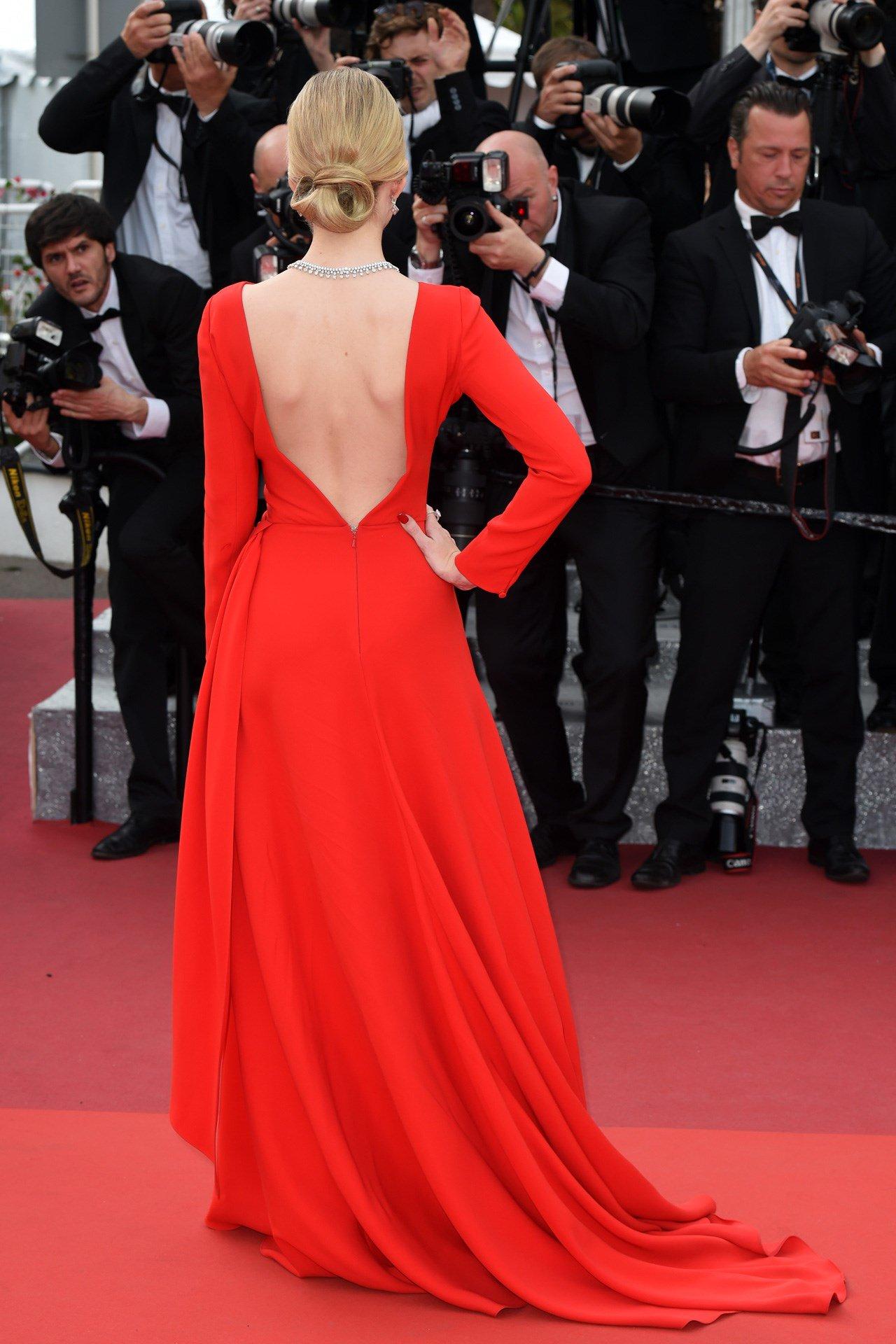 Lottie Moss on THAT red @Dior dress: https://t.co/7rNKbu0iST https://t.co/mAAtxG0IMK