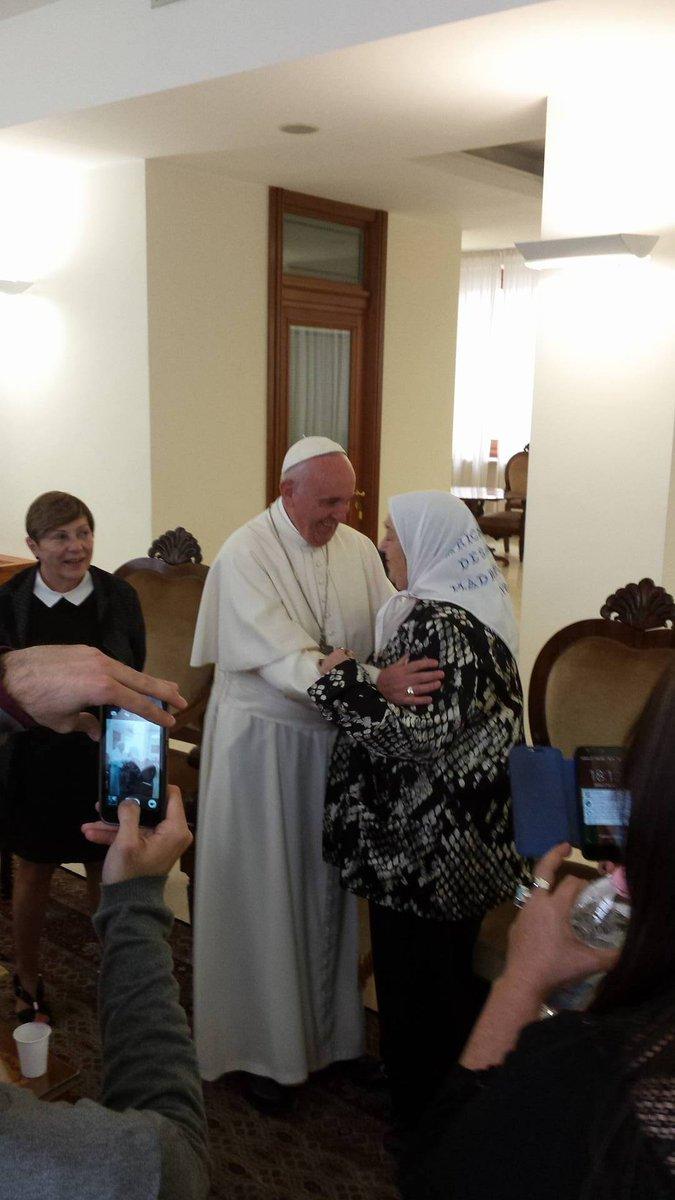 30/05 - Papa Francisco recebe polêmica líder argentina das Mães da Praça de Maio