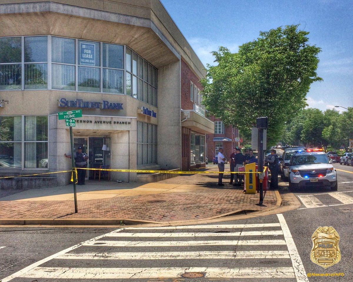 Bank robbery at 2800 block of Mt. Vernon Avenue at the SunTrust Bank in ALexandria, Virginia (Image via @AlexandriaVAPD on Twitter)