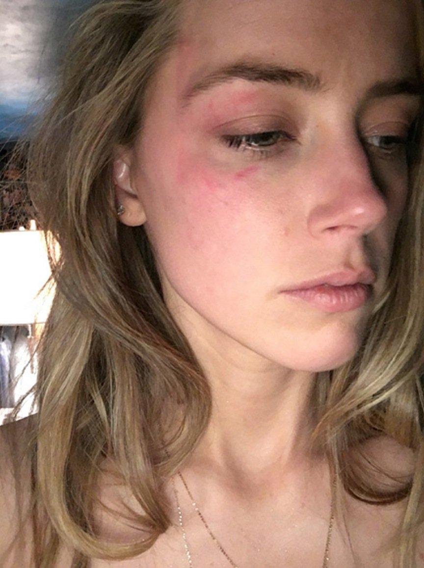 Amber Heard parece estar feliz tras divorcio con Johnny Depp