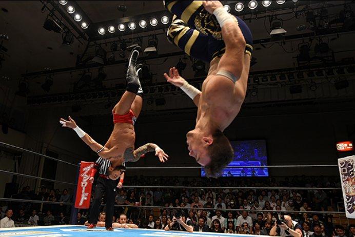 great shot of Ricochet & Will Ospreay via NJPW of them doing the Sombra-Volador Jr. spot. #BOSJ https://t.co/9IYHnY66Og
