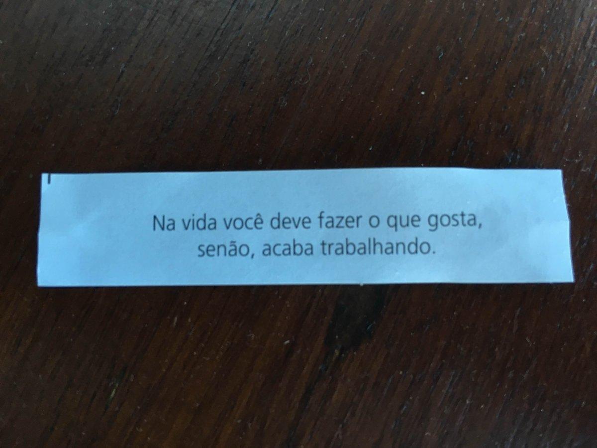 Essa foi a mensagem que recebi hoje num daqueles biscoitos da sorte. Fica a reflexão para o final de semana ;) https://t.co/3S1GwfzZJt