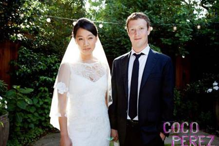 We were totally not impressed by the ring #MarkZuckerberg gave to his wife! #FBF https://t.co/DHdkQ7uapW https://t.co/OPKtwngMNF