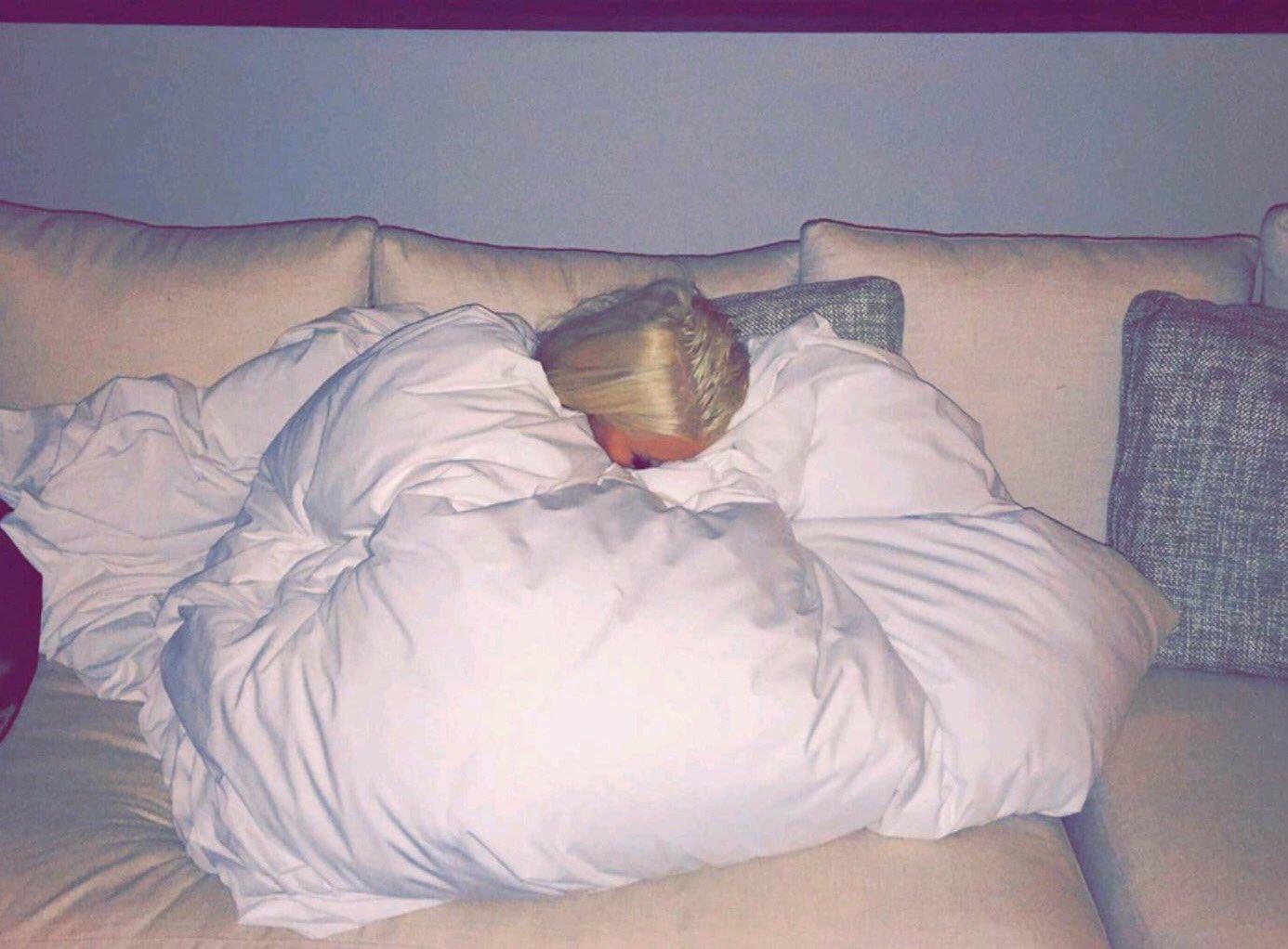 Christina Aguilera - Página 11 Cjg3LNJVEAEJ8Vs