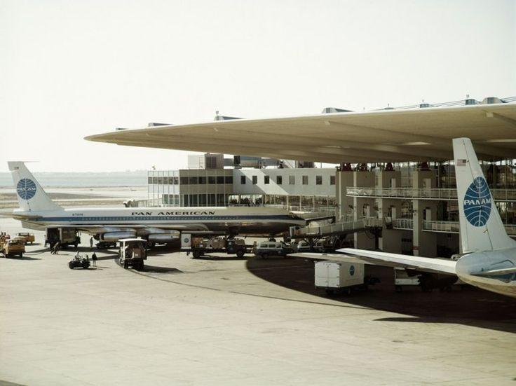 JFKのパンナム・ワールドポートとかテンペルホーフとか、ターミナルから飛行機までPBBで渡るという概念が固まる前に生まれた空港の大屋根が好き