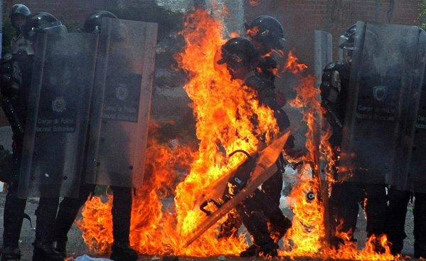 Venezuela es culpable.El chipo expiatorio de estas elecciones. Cjh2pq3WsAErJ_U