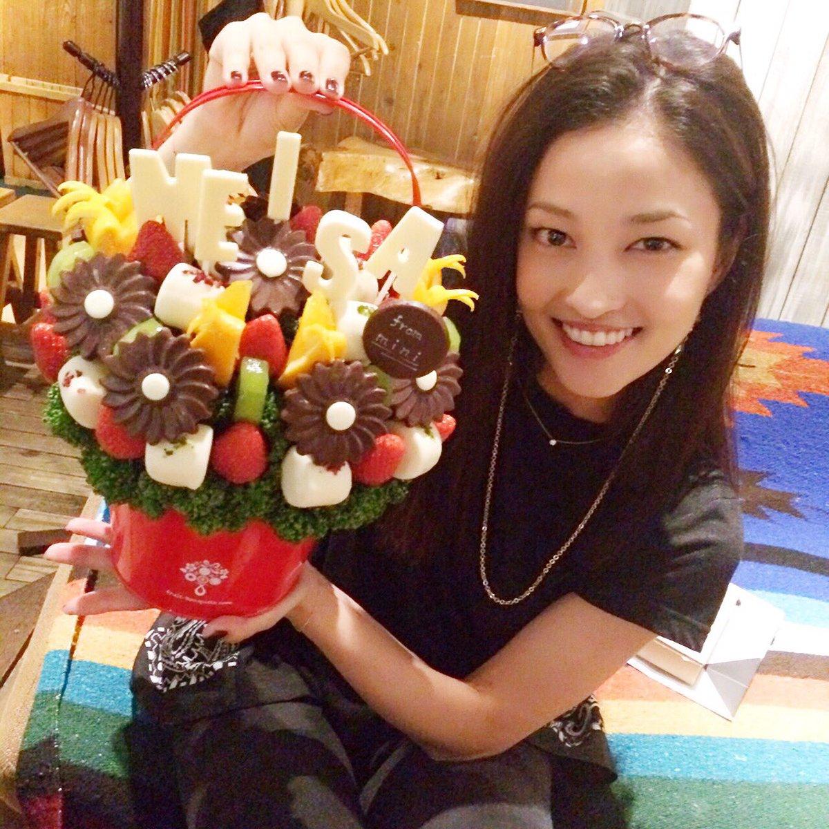 たくさ〜〜んのおめでとうありがとう♡Thanks for all the birthday wishes!! https://t.co/symZ3AkU6S