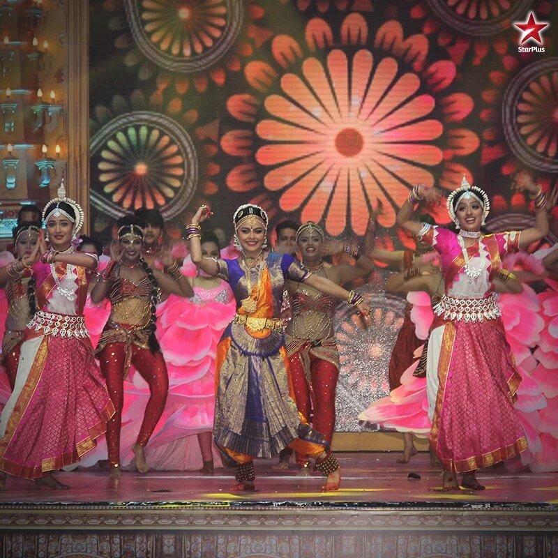 Devoleena Bhattacharjee, Tridha Chodhury, Deepika Singh classical dance performance at Star Parivaar Awards 2016 - image, pic