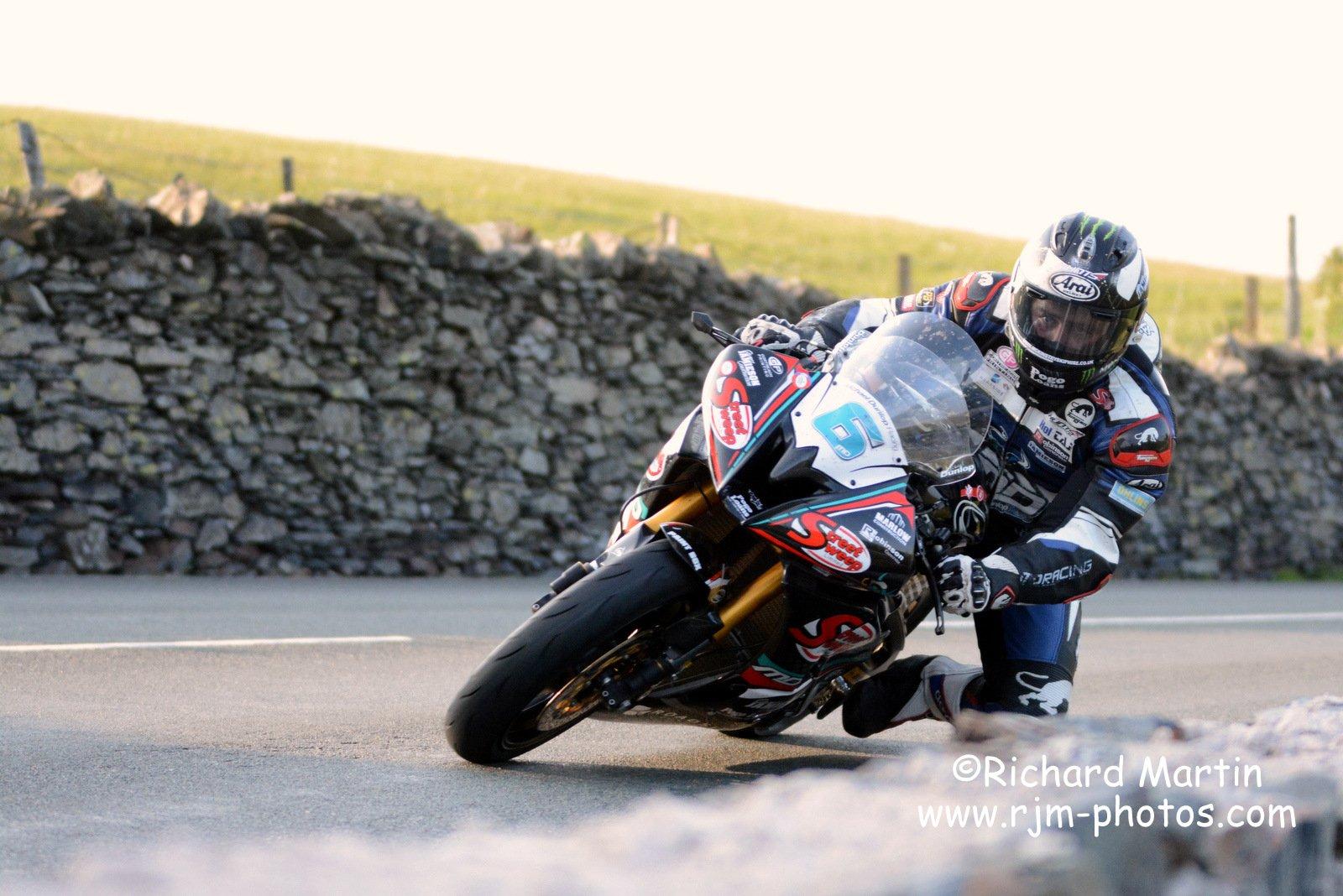 [Road Racing] TT 2016 - Page 4 Cjk6uswWEAAcrj7