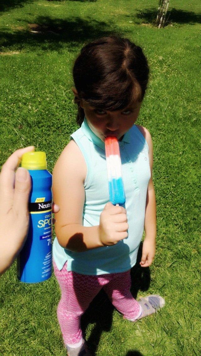 Mini no quería protector solar hasta que vio que es este en spray, que se seca rapidísimo