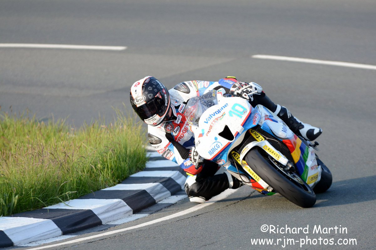 [Road Racing] TT 2016 - Page 4 CjkzepKWgAAogPY