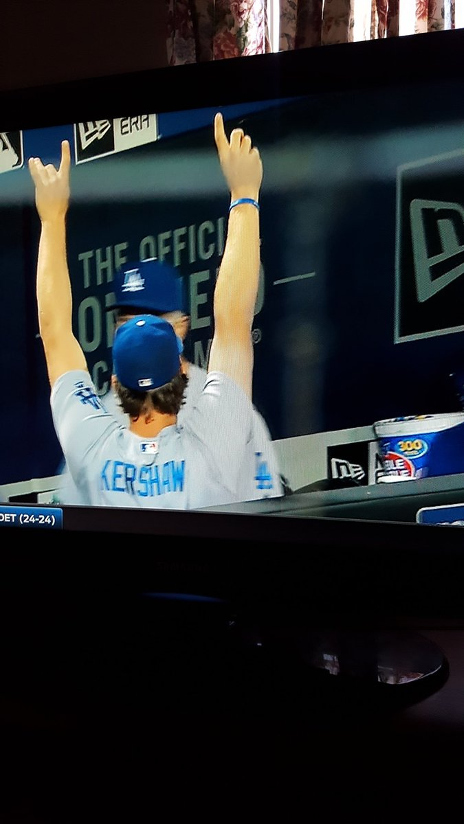 Kershaw celebrating Chase Utley's homerun!!  Love it!! https://t.co/1DNiCZ4q3N