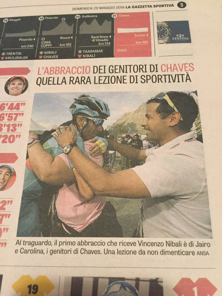 Everything important in life captured in one single photo: The parents of @estecharu congratulating Nibali. https://t.co/PWqE0ufnYW