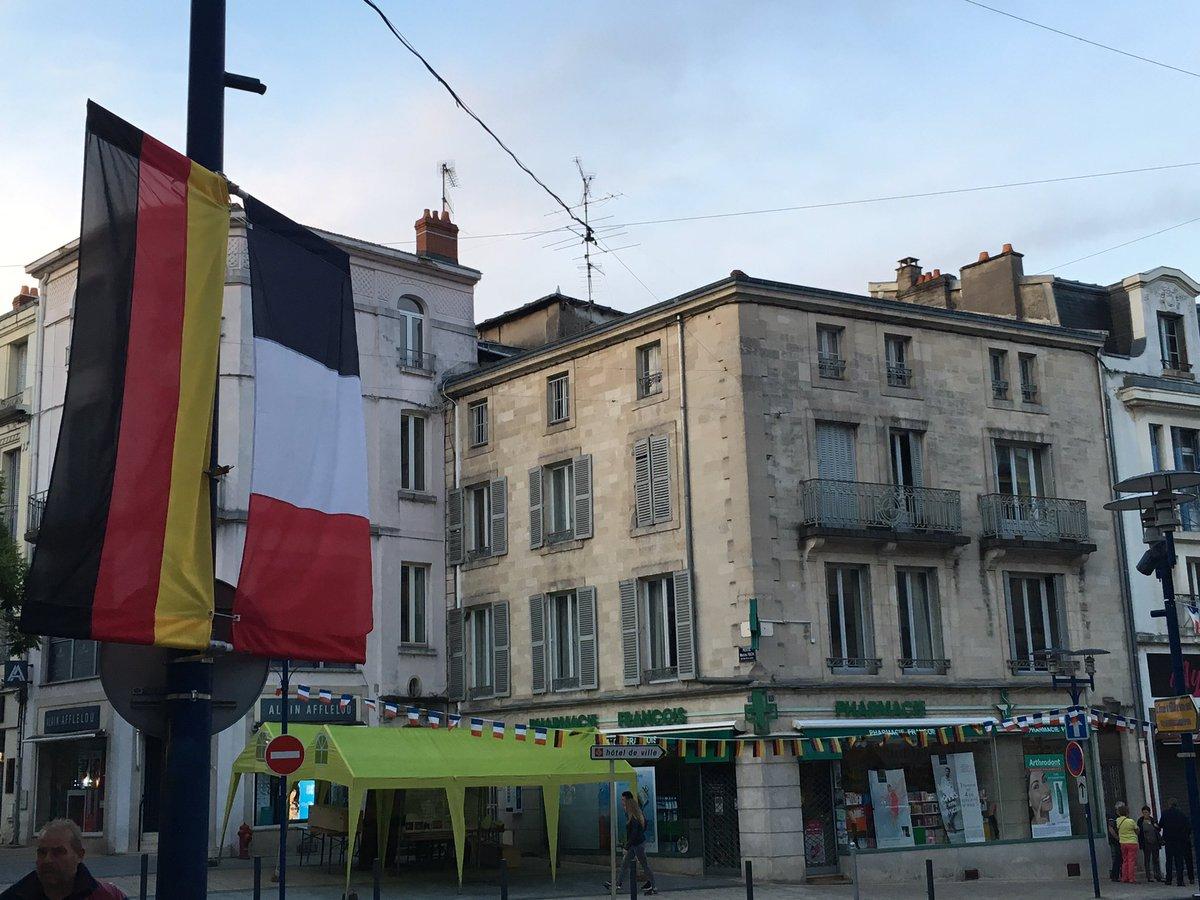 #Verdun2016 cérémonie franco-allemande 100 ans après une des plus sanglantes batailles. Quel chemin parcouru! https://t.co/Q9CGBBNVDy