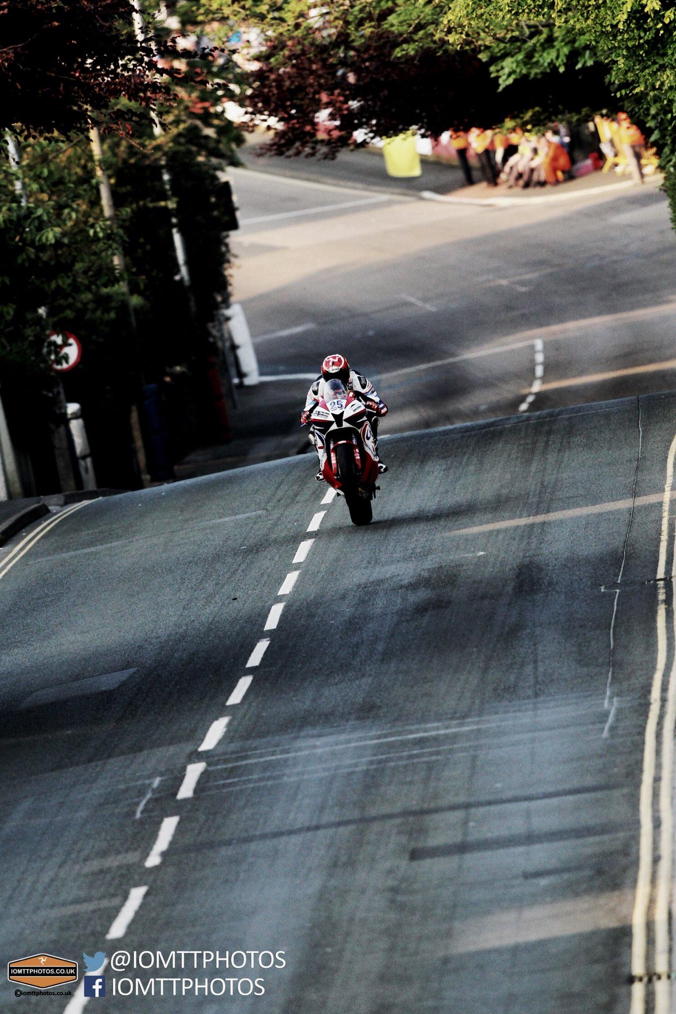 [Road Racing] TT 2016 - Page 4 Cjn3H1wWgAEwYQR