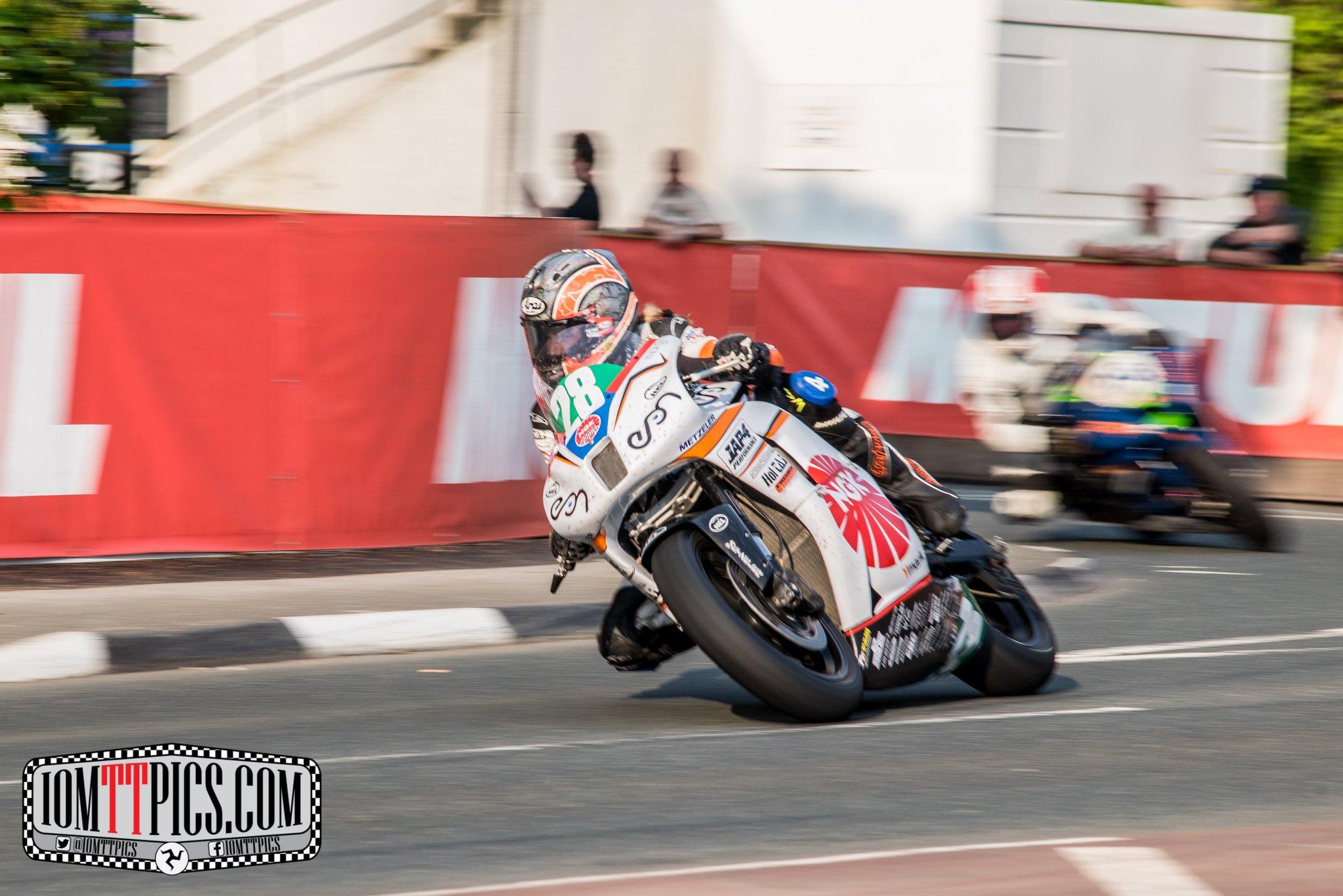 [Road Racing] TT 2016 - Page 4 CjnwEncWYAA2VOv