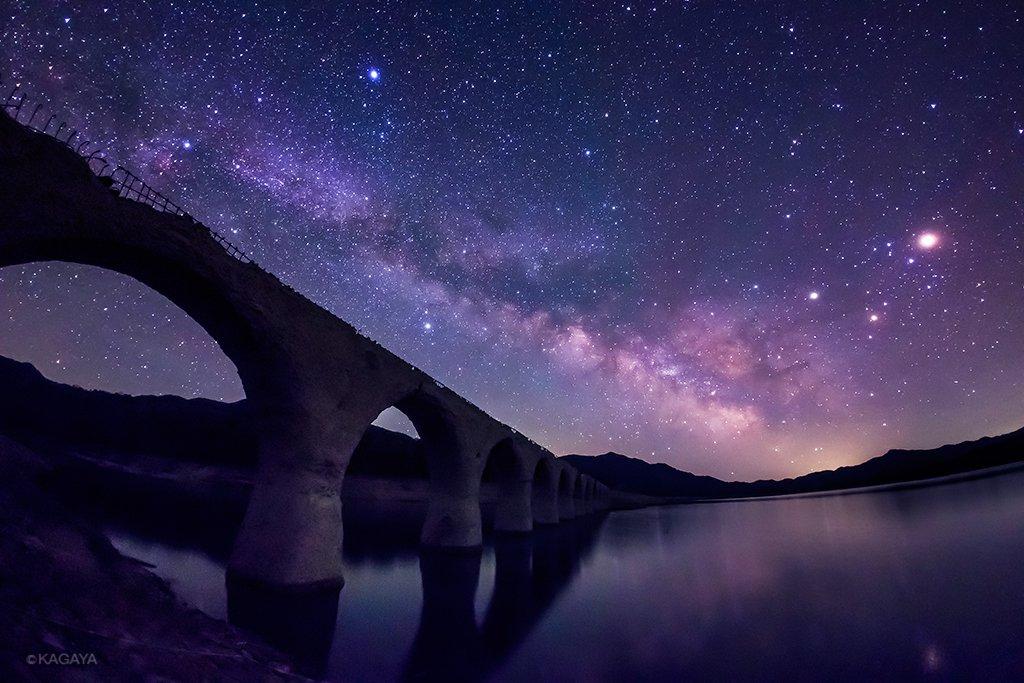 その朽ちた鉄道橋は、天の川の果てまで続いているようでした。(今朝未明、北海道上士幌町タウシュベツ川橋梁にて撮影) pic.twitter.com/asJd7f4sa1